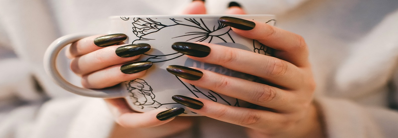 Difference Between Gel and Acrylic Nail Extensions